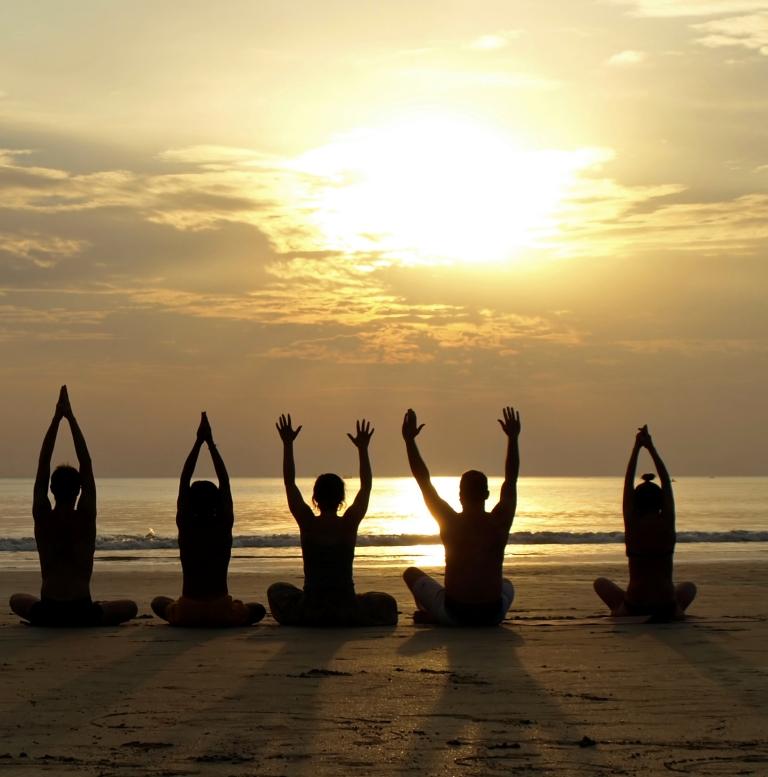Pratica Yoga sulla spiaggia all'alba – Domenica 9 Agosto 2015 – Porto Caleri